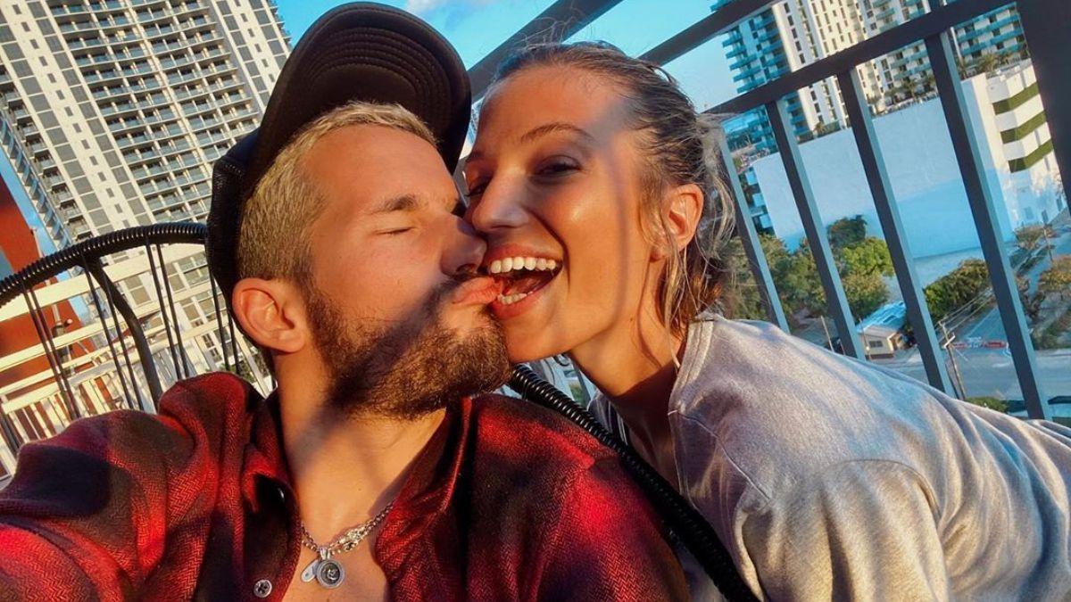 Ricky Montaner posteó una foto con Stefi Roitman, tocándole las lolas y estalló la polémica