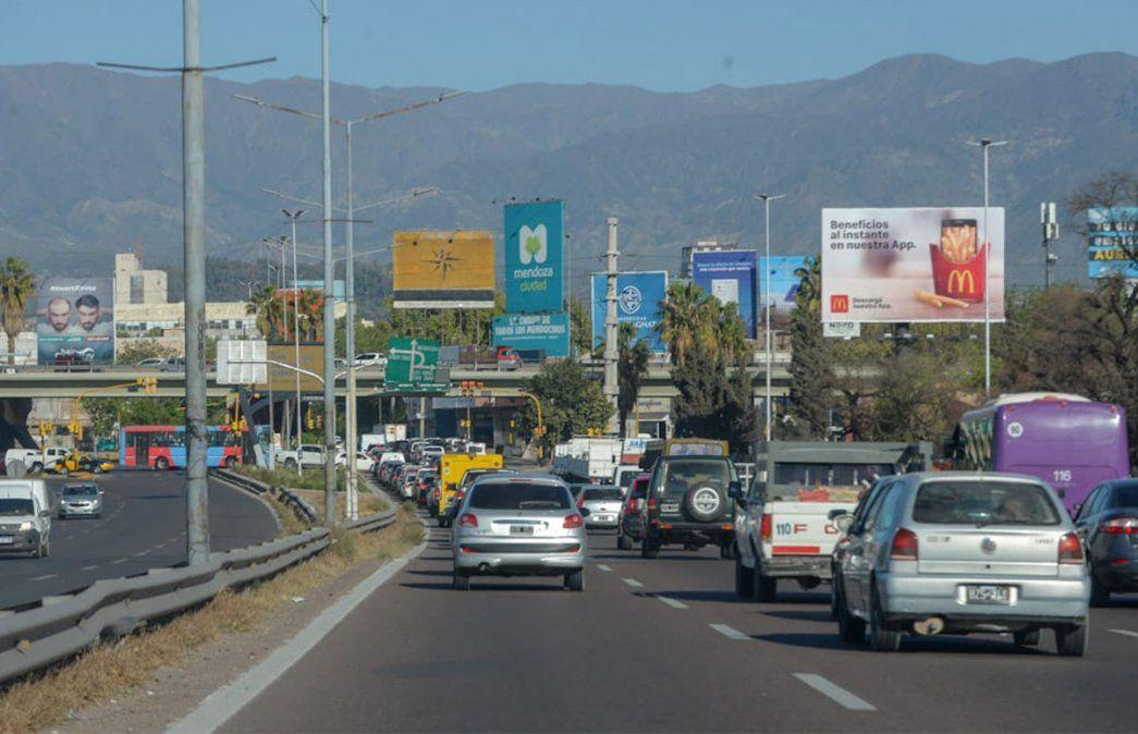 Primer viernes de circulación sin restricciones de DNI en Mendoza. El principal ingreso a la Ciudad