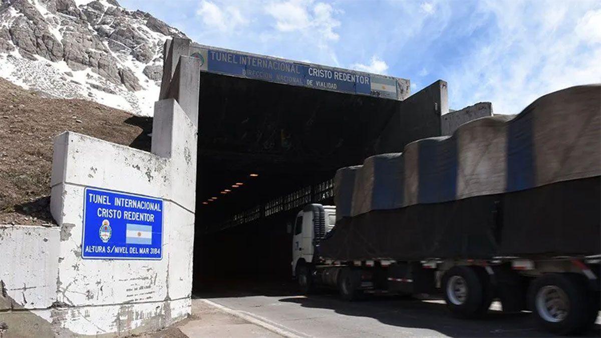 Este martes se cerró cerca de las 14 el Paso Internacional Cristo Redentor -por el túnel del mismo nombre- que une Mendoza con Chile