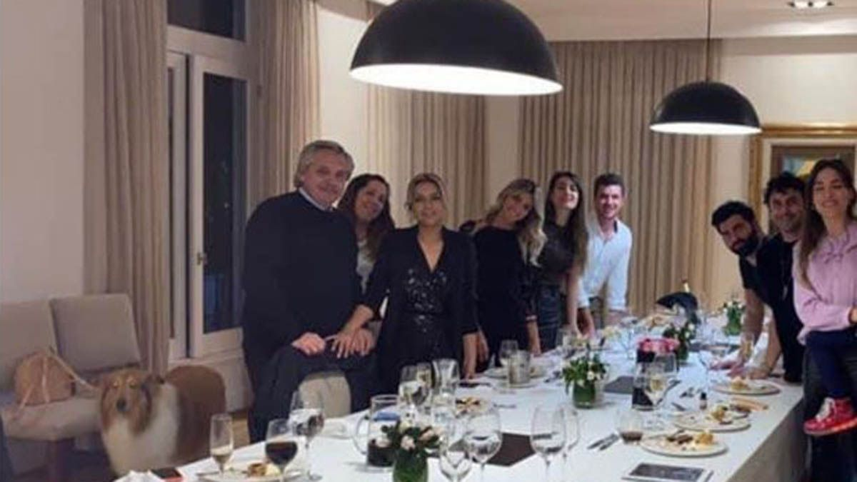 """La foto de la polémica. En plena cuarentena se festejó un cumpleaños en la Quinta presidencial. """"La foto del cumpleaños de Fabiola vale más que mil palabras"""", dijo Gregorio Dalbón."""