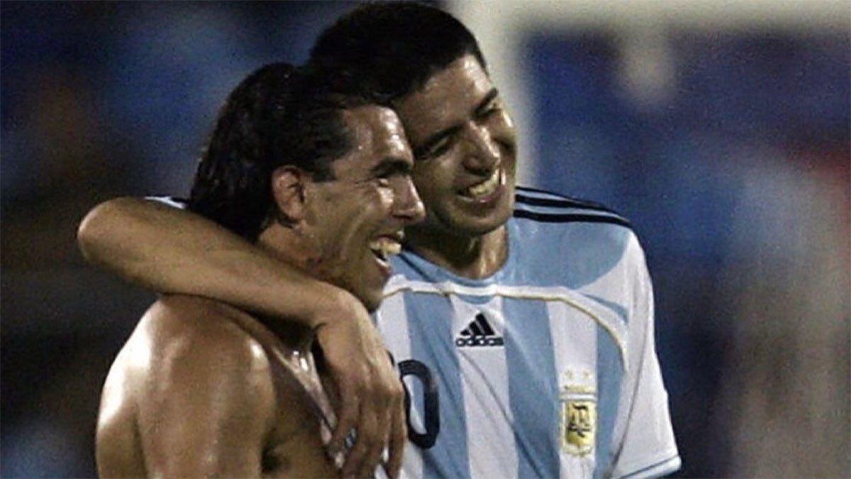 Eran otros tiempos cuando Tevez y Riquelme se llevaban bien en la Selección.