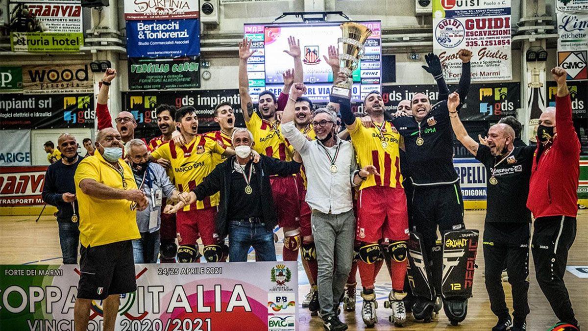 El mendocino celebra con el Lodi la conquista de la Copa Italia.