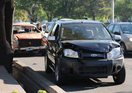 Un choque frente a la Terminal de Ómnibus causó caos vehicular