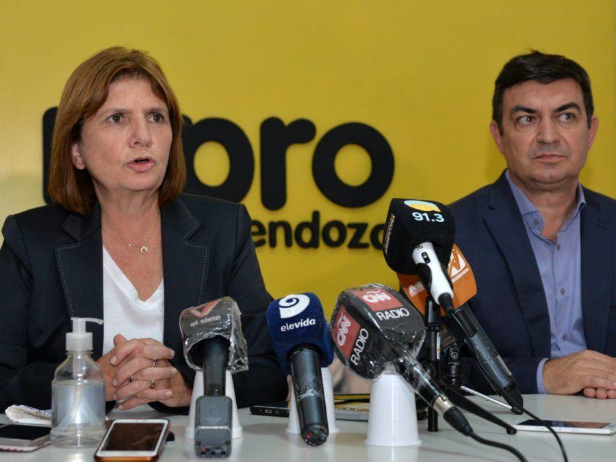 La presidenta del Pro, Patricia Bullrich, junto a Omar De Marchi, tuvieron un mano a mano con la prensa local en la que la ex ministra de Seguridad no ahorró críticas al presidente Alberto Fernández.