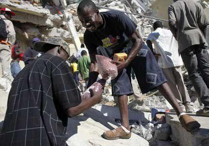 La ayuda humanitaria a Haití comenzó a llegar a cuentagotas