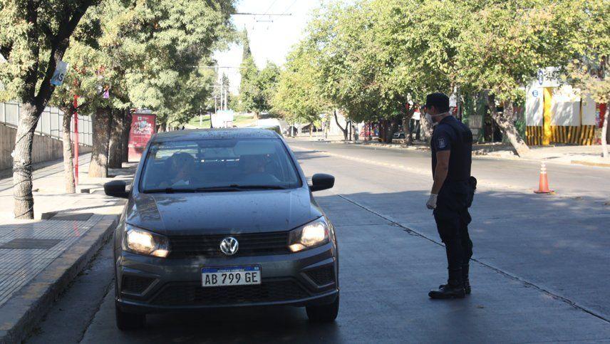 Coronavirus en Mendoza: procesaron e investigan a cinco policías que violaron la cuarentena
