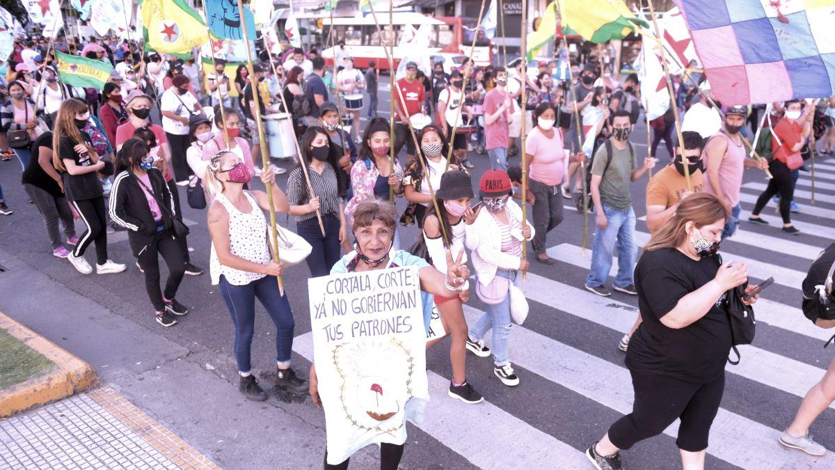 Distintas agrupaciones asociadas al kirchnerismo marcharon por la ciudad de Buenos Aires reclamando a la Corte la libertad de presos considerados políticos.