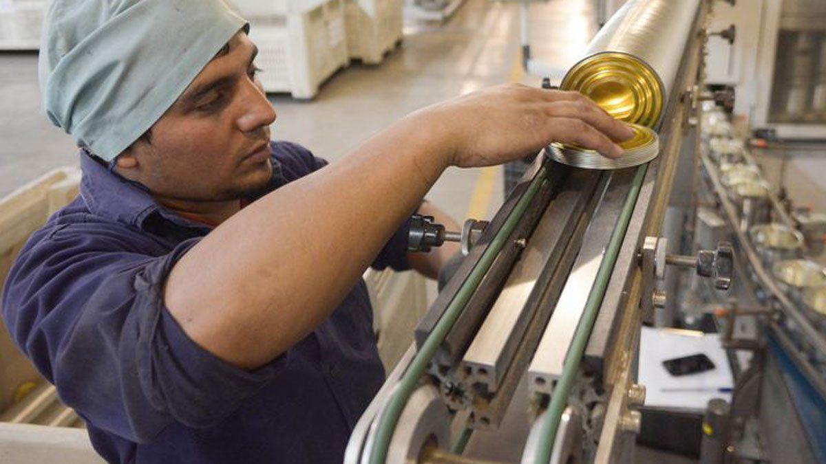El nuevo régimen de promoción de empleo que regirá en Mendoza supone aportes a las empresas para costear las cargas patronales de nuevas incorporaciones. Pretenden generar 1.000 nuevos empleos.