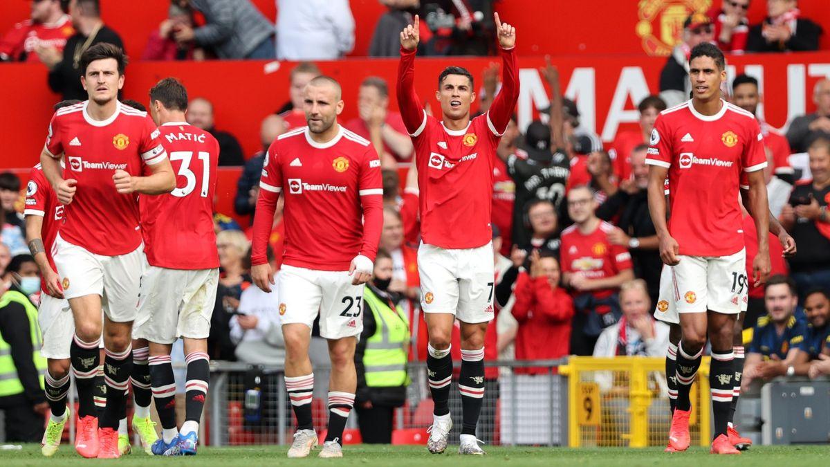 Cristiano Ronaldo tuvo un debut ideal en el Manchester United, nuevo líder de la Premier League.