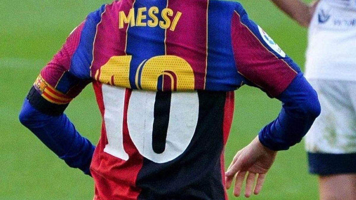 Newells, con el pecho inflado tras la acción de Messi