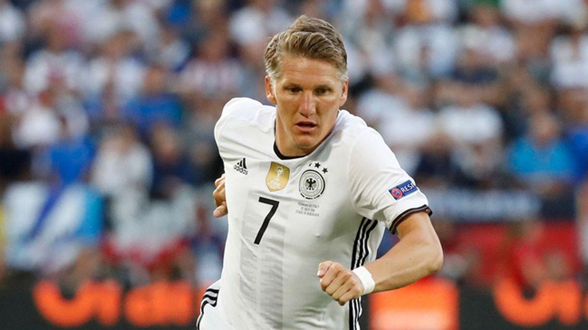 Schweinsteiger le dio sin asco a la Selección de Alemania
