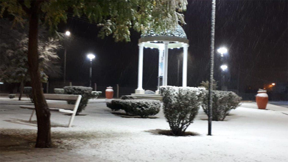 Malargüe amaneció de blanco luego de una intensa nevada durante la madrugada.