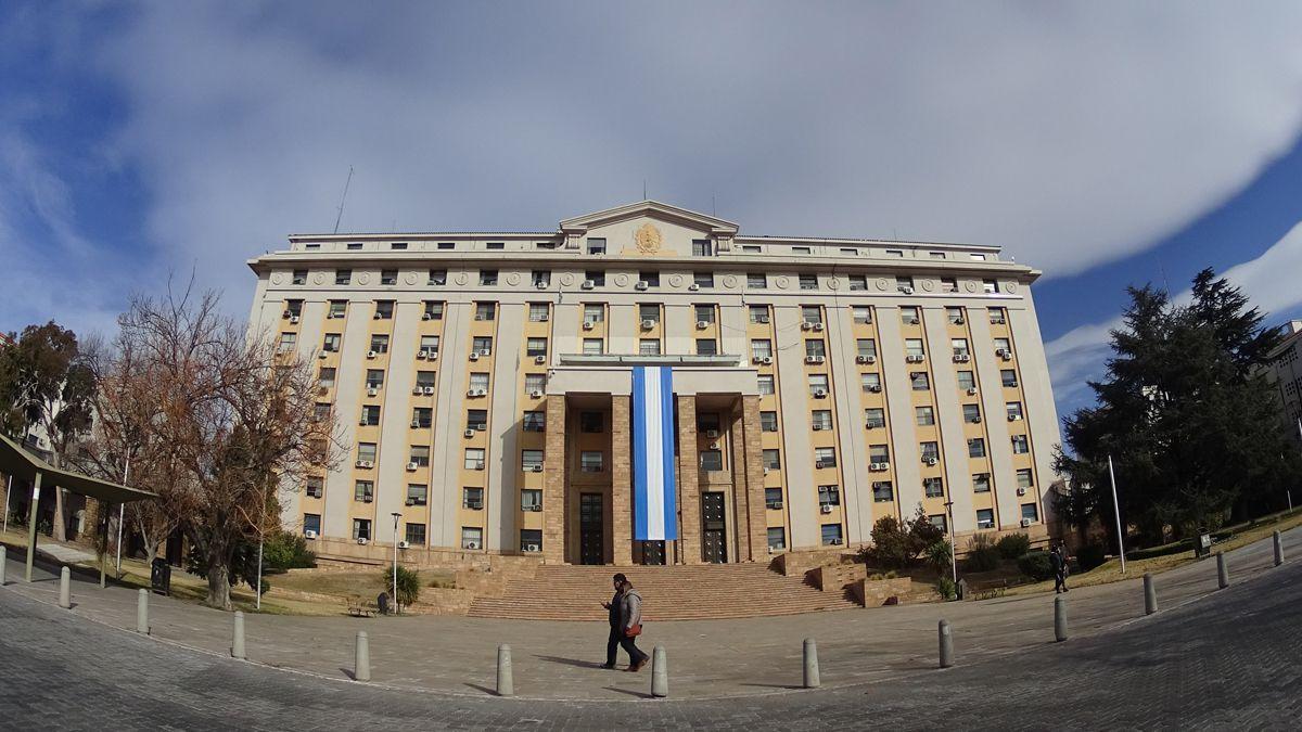 Los estatales de Mendoza seguiràn trabajando con normalidad.