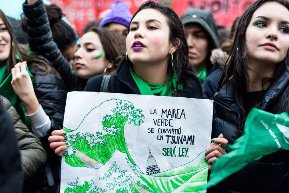 Defensores del aborto legal se manifiestan en el Congreso