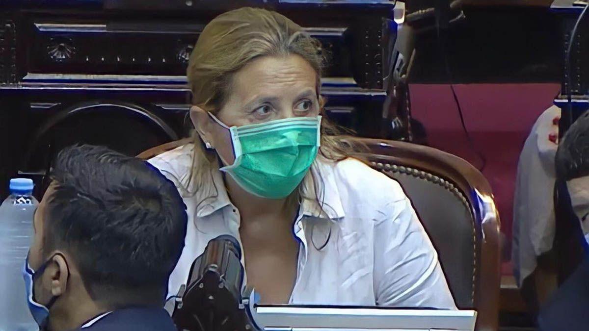 La diputada mendocina Claudia Najul es una las impulsoras pra el cambio en la ley que regula compra de vacunas contra la Covid.