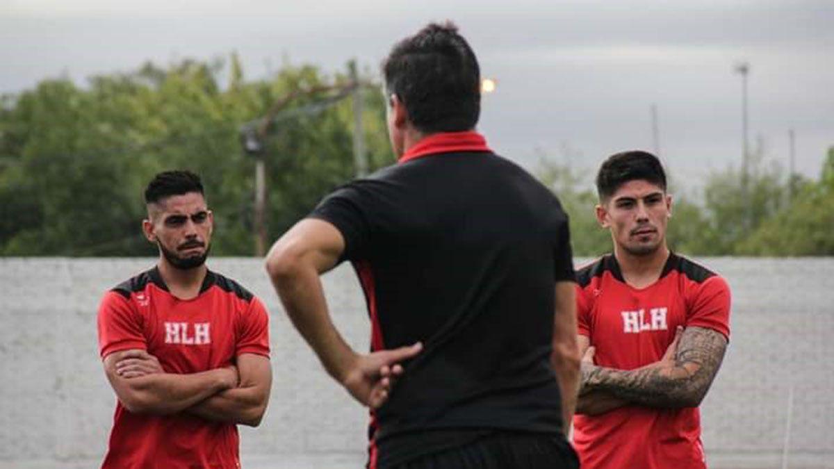 Luis Daher y Juan Pablo Varona escuchando las indicaciones de José Pérez.