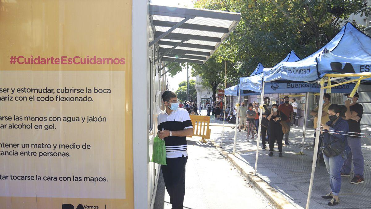 Los casos de coronavirus en Argentina este lunes fueron más de 13 mil y hubo 272 muertos.