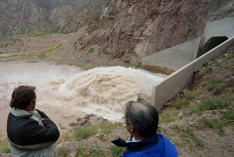 En agosto también se realizaron maniobras en el dique Potrerillos y como siempre AYSAM recomienda cuidar el uso del agua potable.