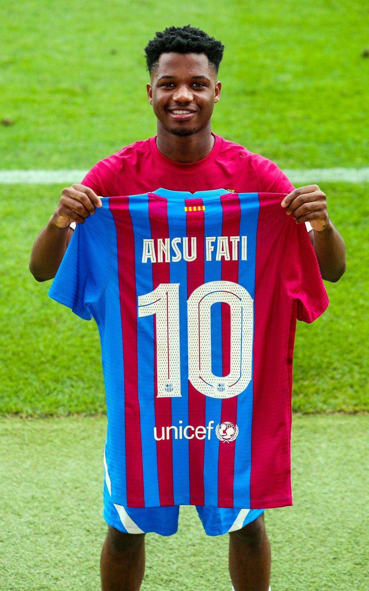 Ansu Fati con la 10 del Barcelona que usaron desde Diego Maradona hasta Lionel Messi.