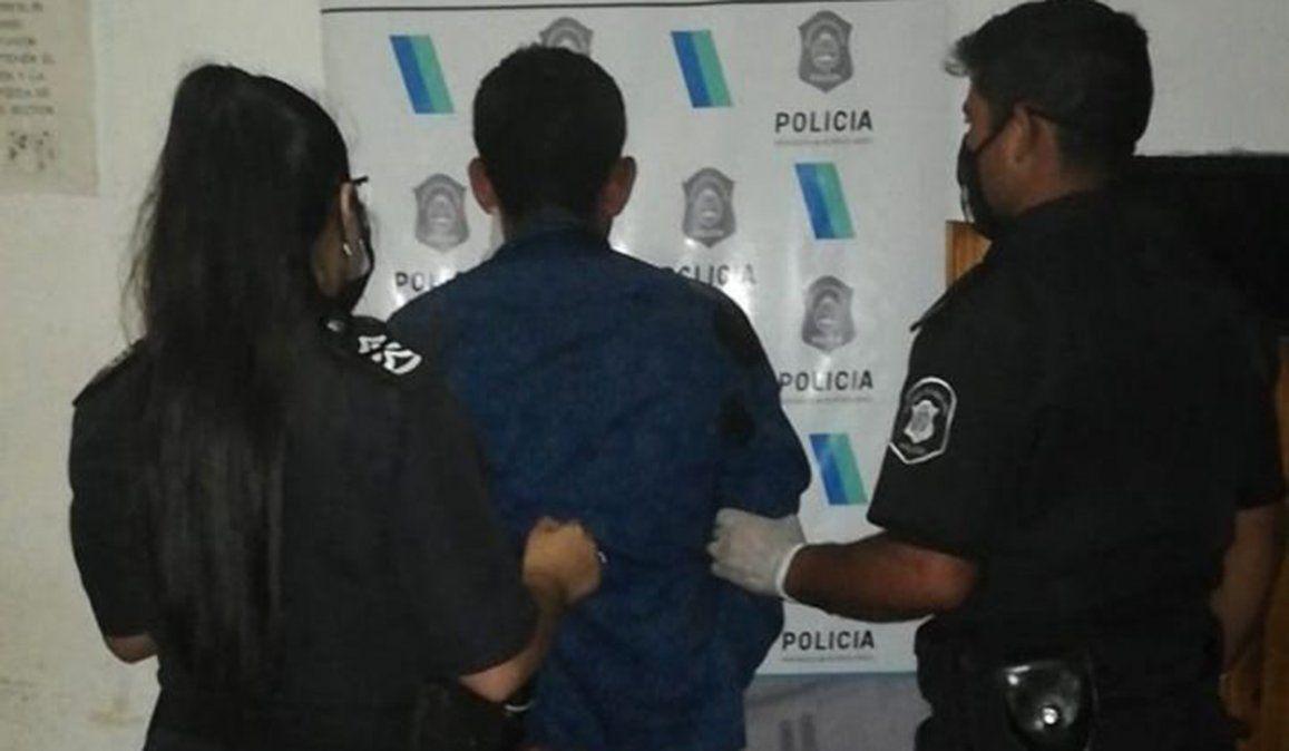 El hombre atacó a su mujer amenazándola con un machete y mantuvo a un hijo como rehén hasta que la policía logró reducirlo.