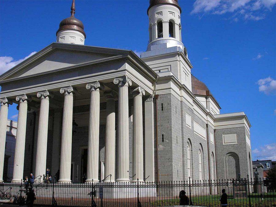 La Iglesia Católica solicitó ayuda federal en Estados Unidos a pesar de que contaban con fondos en efectivo e inversiones y ayuda de sus contribuyentes. En la imagen la Basílica de Baltimore.