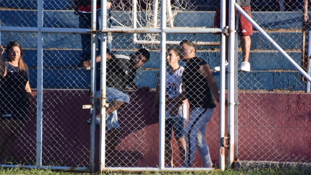 Los hinchas de Rodeo del Medio empañaron el fútbol