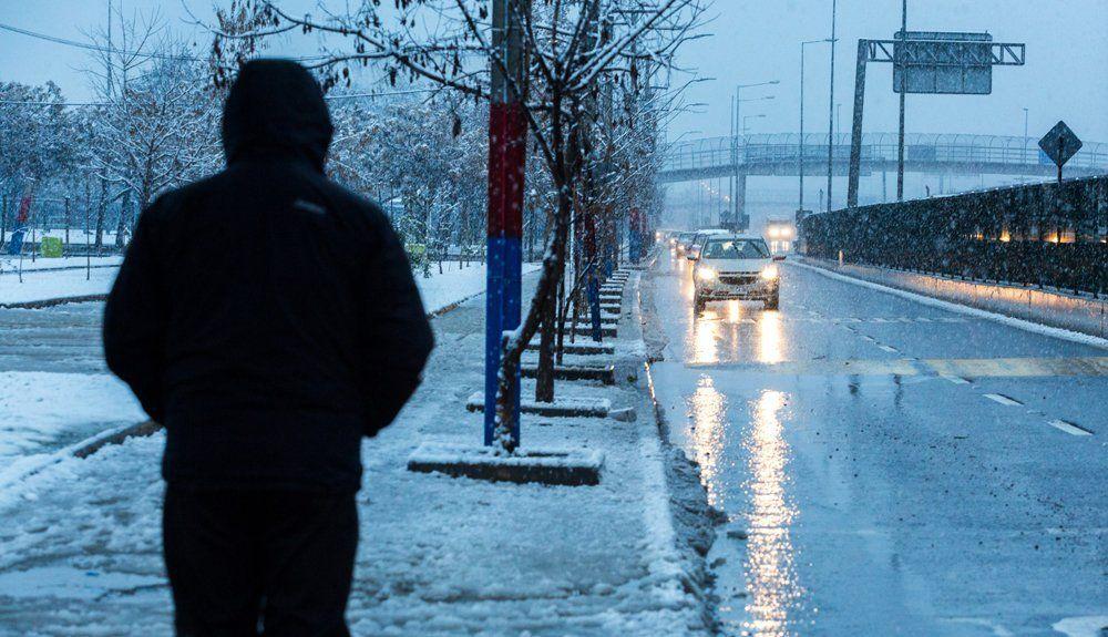 Histórica nevada en Santiago deja 1 muerto y más de 200 mil hogares sin luz