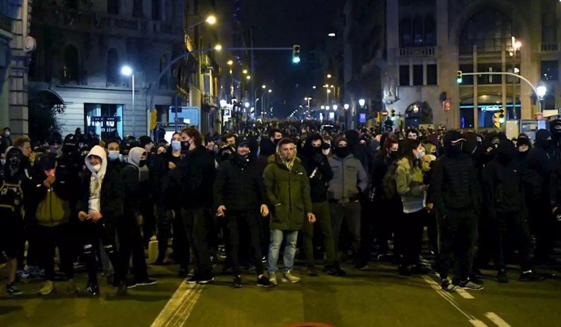 Los manifestantes salieron nuevamente a las calles de Barcelona para protestas por la detención del rapero catalán Pablo Hasel