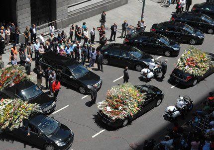 Sandro fue enterrado, tras un multitudinario y emotivo adiós