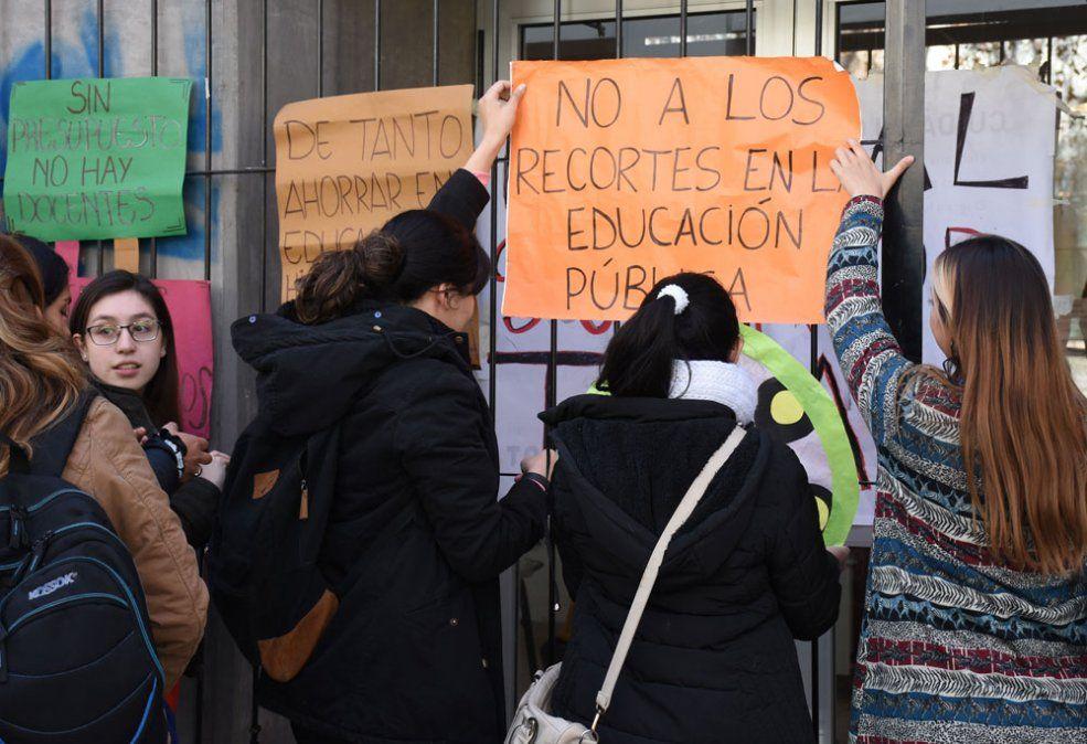 Marcha de la UNCuyo y los  IES por el conflicto educativo