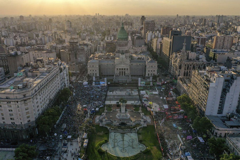 Dos senadoras que no habían anticipado su postura indicaron durante su discurso que acompañarán el proyecto que busca legalizar el aborto en Argentina.