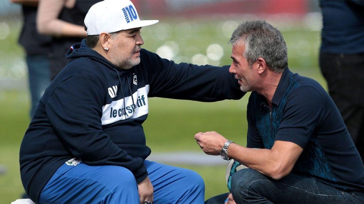 Maradona dialogaba con el presidente de Gimnasia La Plata