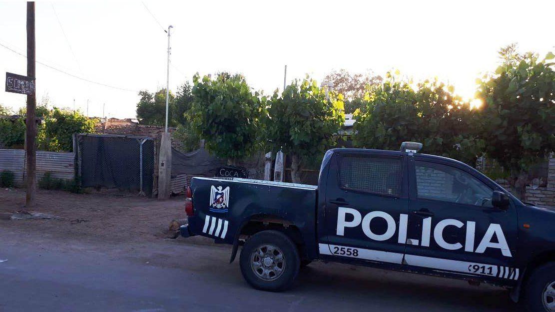 Diversos grupos policiales llegaron hasta la vivienda de Guaymallén del hombre que agredió a su pareja y tuvo un intento de suicidio. Lograron reducirlo y ponerlo a disposición de la Fiscalía.