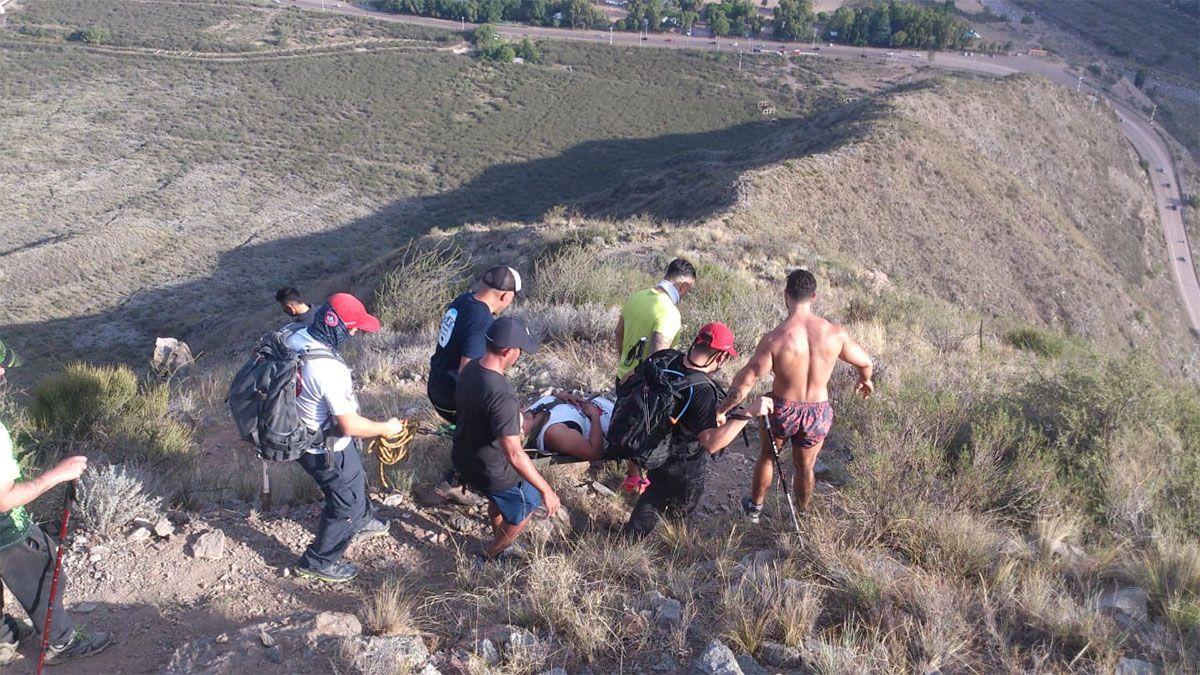 La mujer fue rescatada de un cerro en Cacheuta.