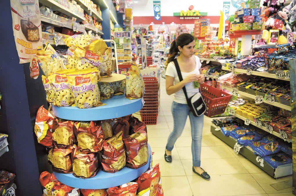 Inflación sin freno: precios de los artículos que componen la canasta básica familiar subieron 2.413% en los últimos diez años