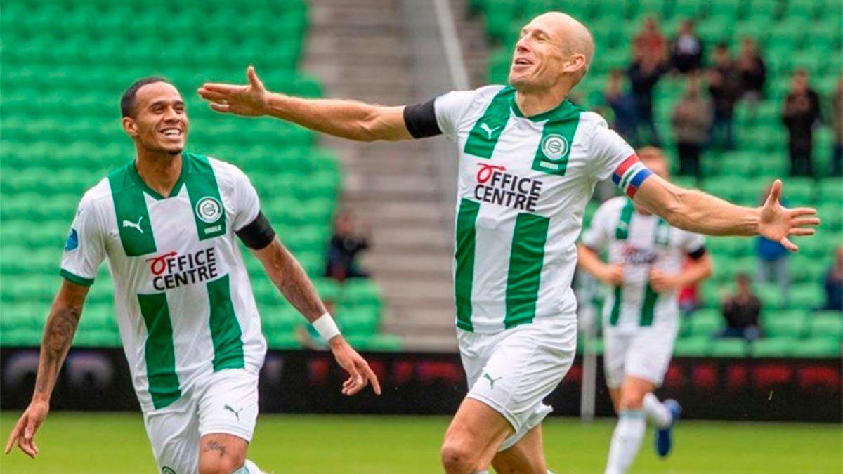 Robben convierte su primer gol tras volver del retiro.