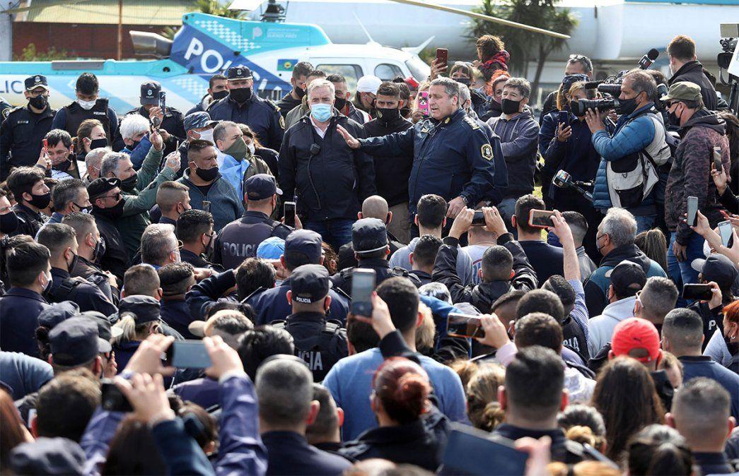 Multitudinario es el reclamo de la policía bonaerense por mejores sueldos. Foto: NA.