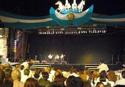 León Gieco abrió en Tunuyán el festival de la Tonada