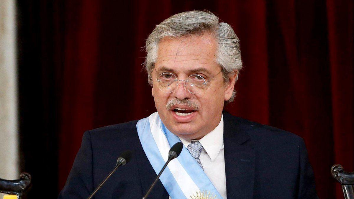 El Presidente Alberto Fernández participa de una reunión del comité de vacunación.
