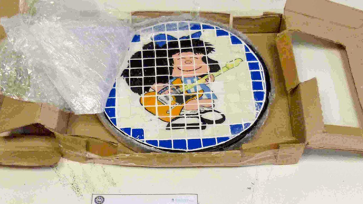 La droga estaba oculta en un artesanía con la imagen de Mafalda.