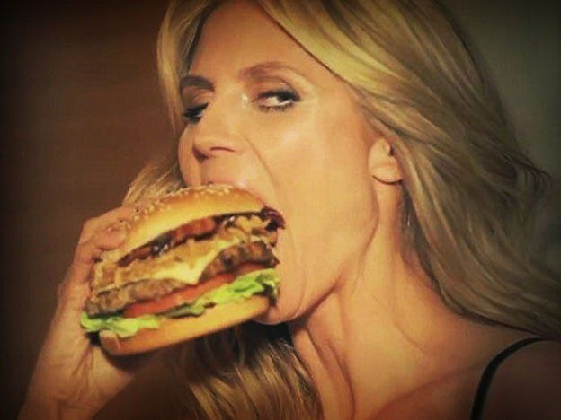 Klum vende hamburguesas