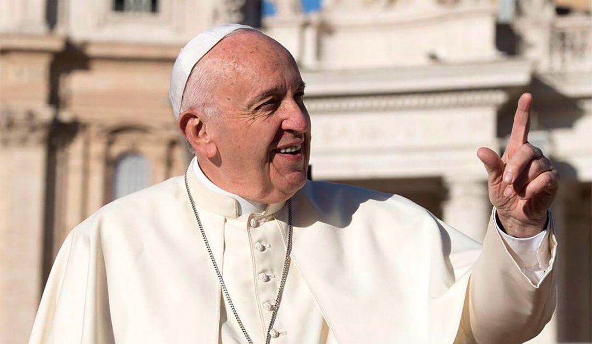 Un ente de protección animal pidió al papa Francisco que deje sin efecto una norma de 1976 que prohíbe tener mascotas en 4 mil propiedades del Vaticano.