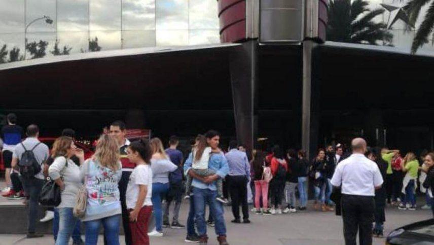 Evacuan el Mendoza Plaza Shopping por una amenaza de bomba