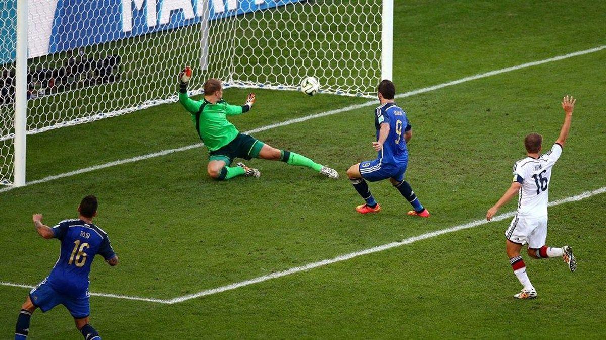 Van Basten propuso un fútbol sin el offside