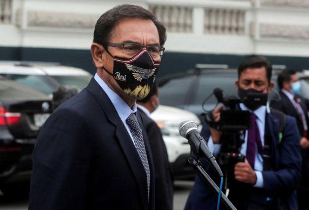 Perú destituyó al presidente Martín Vizcarra en medio de acusaciones de corrupción