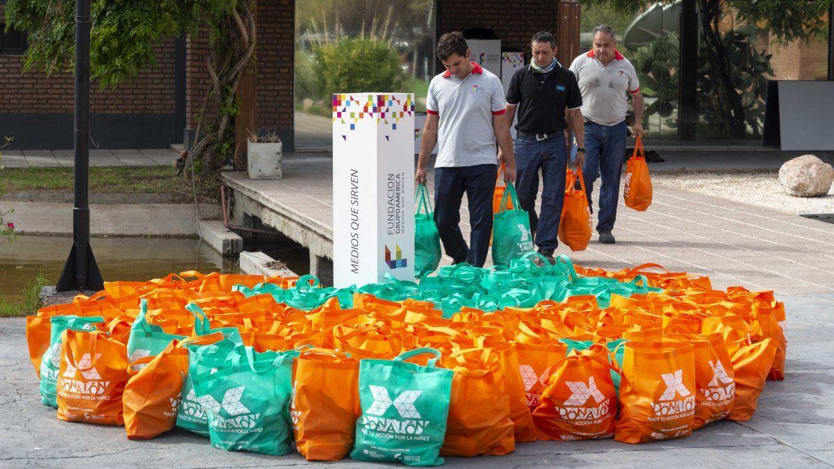 Entregaron los primeros 300 kits alimentarios del Donatón