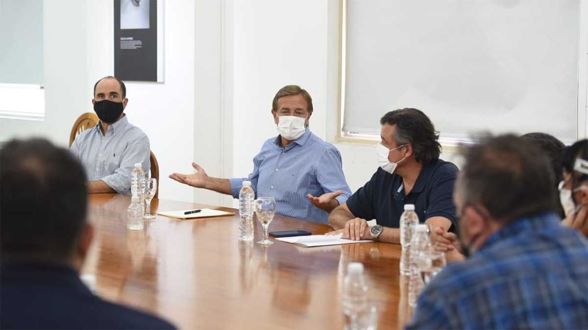 El gobernador Rodolfo Suarez anunció el aumento para los celadores en conferencia de prensa.visibility