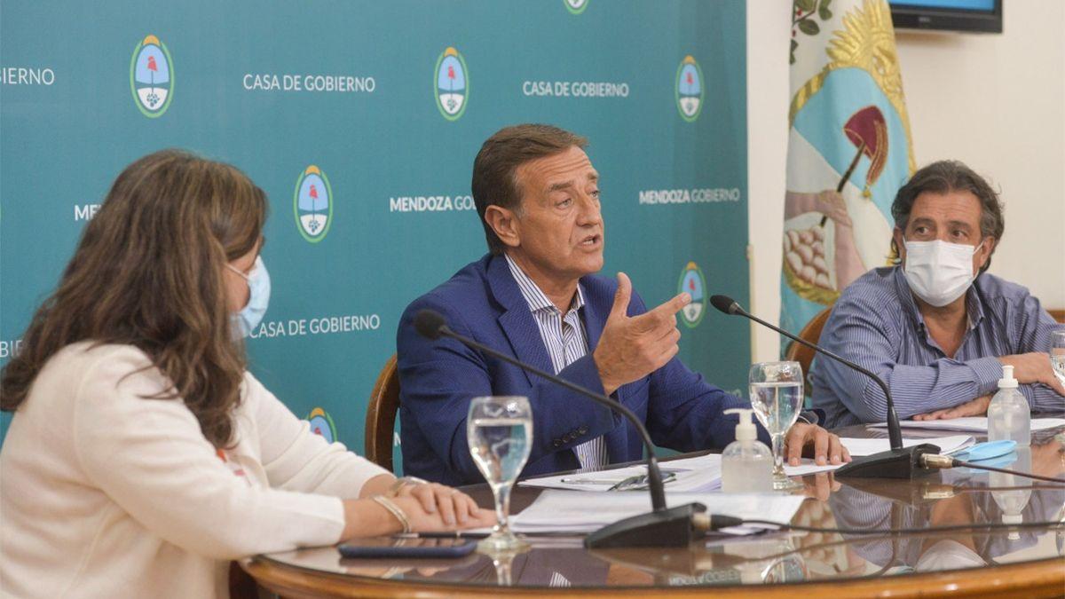 Rodolfo Suarez estuvo acompañado por Ana María Nadal y Víctor Ibañez.