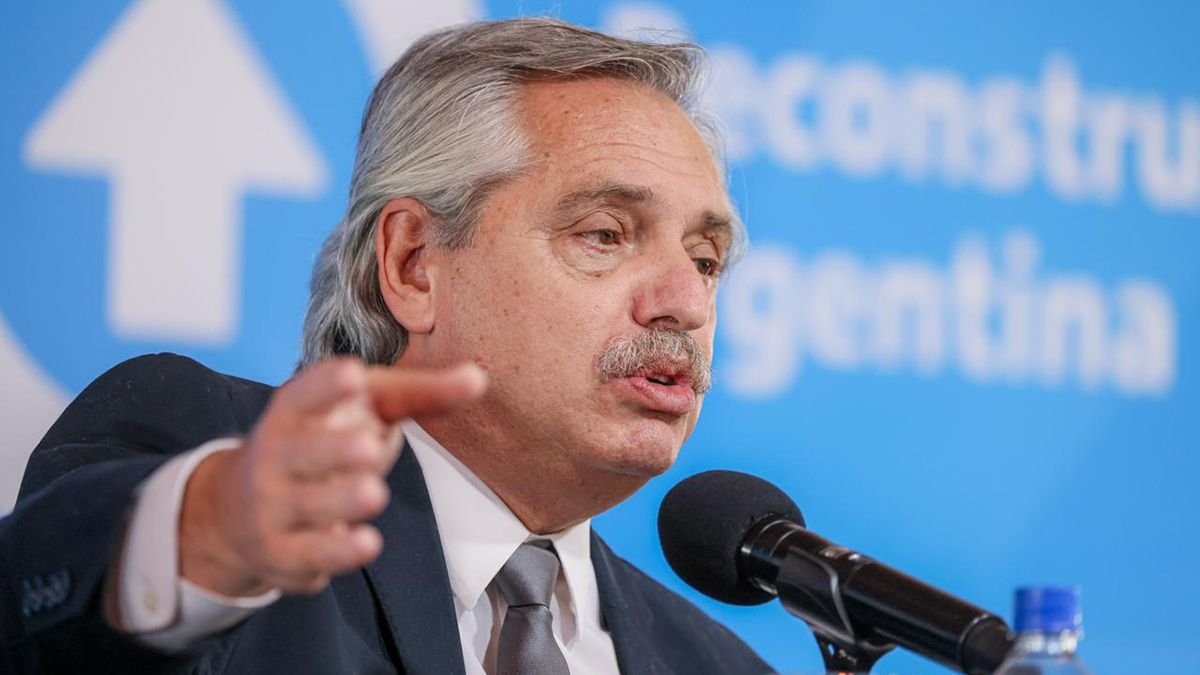 Fernández criticó a los opositores por cuestionar su gestión en la pandemia.