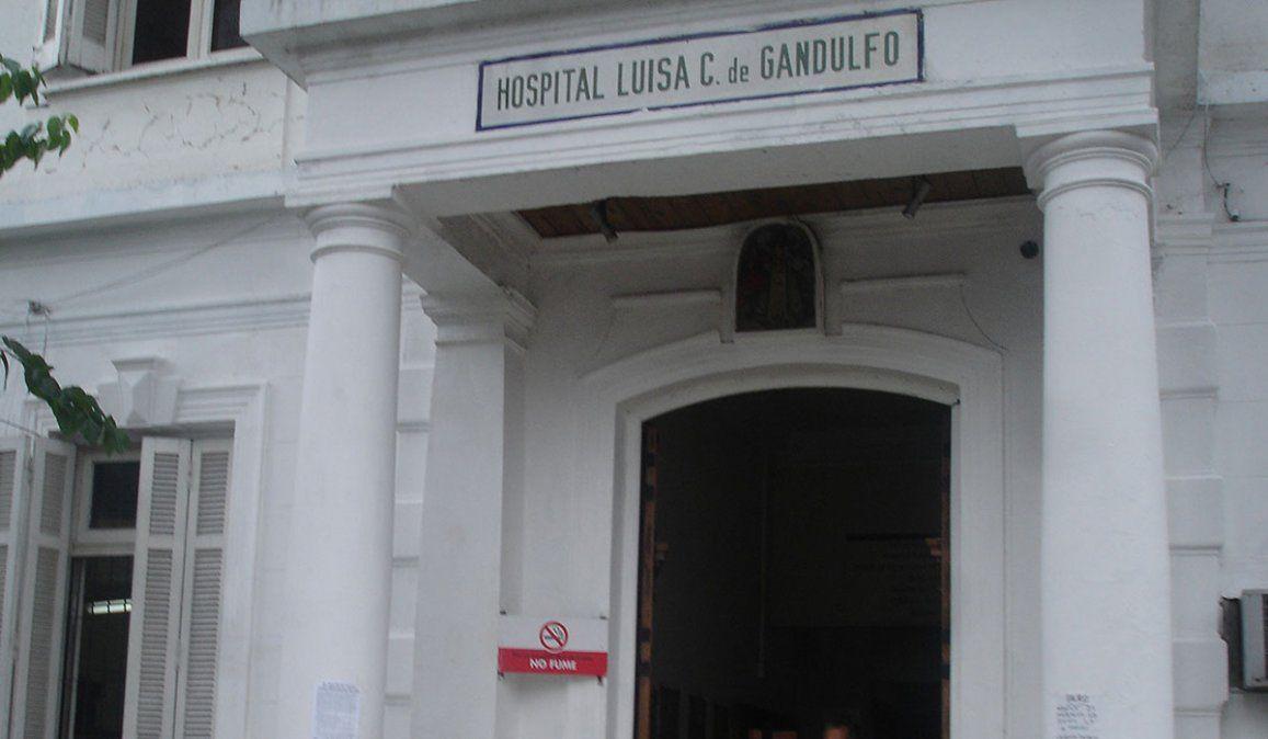 La joven mujer que fue quemada por su pareja quedó internada en el hospital Luisa C. de Gandulfo